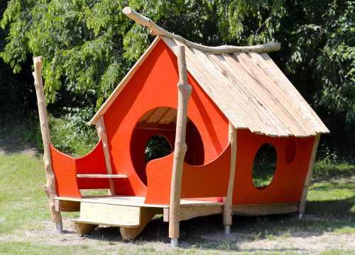 Spielhaus für den öffentlichen Spielplatz