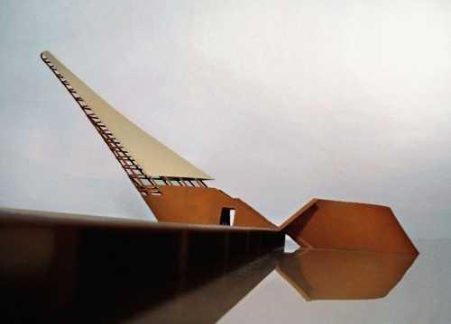 Architekturmodell einer non-konfessionellen Kapelle. Entwurf einer schiffsartigen Hüllenkonstruktion für eine künstliche Bucht in einer ehemaligen Hafenanlage in Helsinki. Modell im Massstab 1:100, tiefgezogener Kunststoff und Acrylglas;